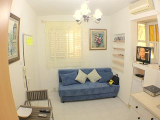 Studio apartment in Tel Aviv-Yafo with Internet, Air conditioning, Washing machi