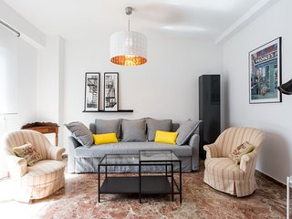Apartment 105 m from the center of Seville with Internet, Air conditioning, Lift