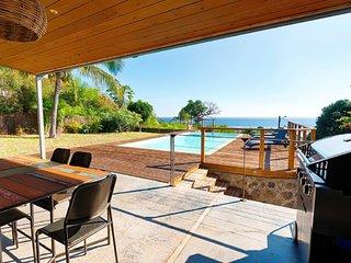 Villa La Papangue avec piscine, 5 min a pied du lagon et tous commerces