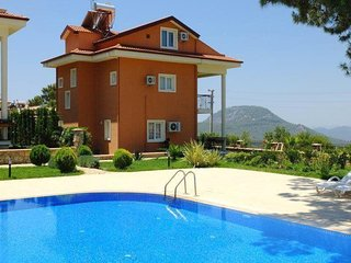 Nezir Villa 4 Bedrooms  Villa With Shared Pool & Garden
