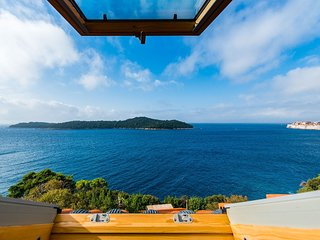 Villa 810 m from the center of Dubrovnik with Internet (310732)