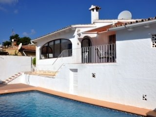 Moraira, family 3 bed detached villa with own pool for 5 people, air con, wifi.