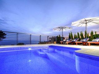 4 bedroom Villa in Makarska, Splitsko-Dalmatinska Zupanija, Croatia : ref 558210