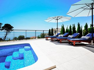Veliko Brdo Villa Sleeps 8 with Pool