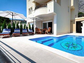 4 bedroom Villa in Makarska, Splitsko-Dalmatinska Županija, Croatia : ref 558210