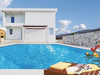 4 bedroom Villa in Marinovići, Splitsko-Dalmatinska Županija, Croatia : ref 5581