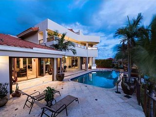 Villa Callista . Huge Luxury Waterfront Pool Hot Tub Vacation Home!