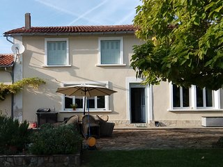 French farmhouse holiday home in Dordogne. Pool, jacuzzi. Sleeps 12