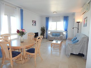 2 Bed, 2 Bath, 3 minute walk from Villamartin Plaza