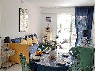 St Raphaël, bel appartement vue piscine 4 personnes