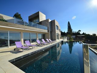 Brand New Contemporary Luxury Villa with Hughe Infinity Pool and Stunning Views