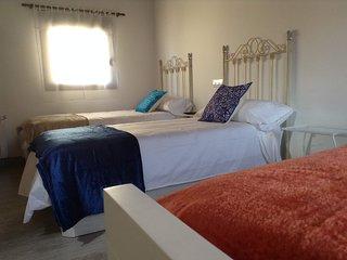 Dormitorio de 3-4 camas, roble