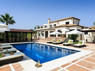 5 bedroom Villa in Estepona, Andalusia, Spain - 5582108