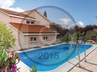 4 bedroom Villa in Granicici, Splitsko-Dalmatinska Zupanija, Croatia : ref 55819