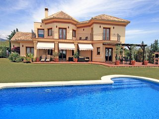 LUXURY HOLIDAY VILLA IN MARBELLA ,ON PRESTIGIOUS GOLF COURSE AND SEA VIEWS