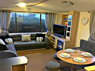 Lovely 3 Bedroom 8 Berth Caravan To Rent