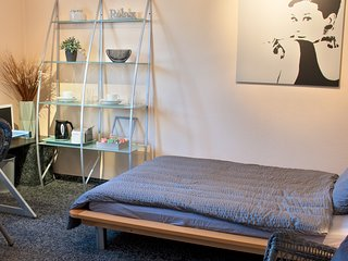 Lion Homestay Munich - Room № 2 with spacious bathroom - 20min to City Center