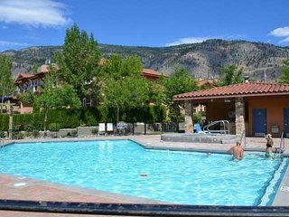 Osoyoos Summer Vacation Rental - Beautiful Lakefront Townhome