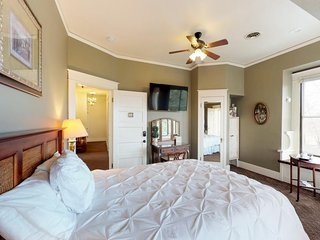 Cozy suite w/ jetted tub & shared pool - near state park, surrounded by wineries