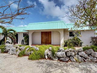 Dog-friendly family home on deepwater canal, close to beaches!