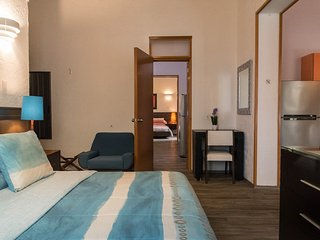 2 Conveniently Adjoint Suites, 4 up to 6 guests, near the WTC