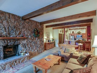 Ground level mountain condo with a shared pool, hot tubs, tennis & ski shuttle!