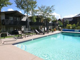 Snowmass Mtn. Walk to Restaurants. Patio & Outdoor Pool/Hot Tub. Parking/Firepla