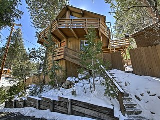 Cabin w/Mtn Views & Deck, 5 Min To Arrowbear Lake!
