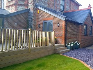 Self catering studio annexe close to Worthing beach, town centre and transport
