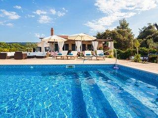 4 bedroom Villa in Mirca, Splitsko-Dalmatinska Zupanija, Croatia : ref 5582391