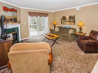 Walk-in Level 2 BR Condo in Downtown Pigeon Forge!