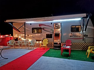 2 cozy campers/ private movie theater/ country style.