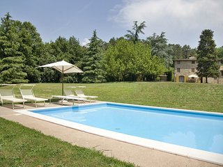 Pieve Santo Stefano Villa Sleeps 10 with Pool and WiFi - 5696020