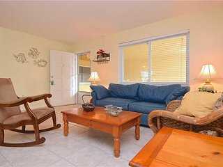 Waves 18, 2 Bedroom, Pool View, Heated Pool, BBQ, WiFi, Sleeps 4 - Condo/TownHom