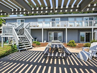 'Cedarshore Cottage' 5BR Beachfront Northport Home