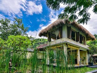 Private Beachfront villa Pemuteran Bali with staff