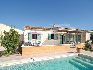 4 bedroom Villa in Maubec, Provence-Alpes-Côte d'Azur, France : ref 5534781