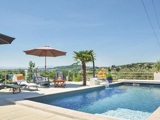5 bedroom Villa in Manosque, Provence-Alpes-Côte d'Azur, France : ref 5545455