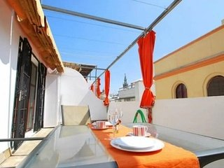 In the center of Seville with Internet, Air conditioning, Terrace, Washing machi