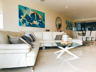 Luxurious and Spacious Beachfront 3 Bed Apart (210sqm) Burleigh - Inground pool