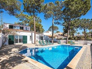 3 bedroom Villa in Vale do Lobo, Faro, Portugal : ref 5239038