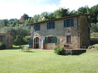 San Gennaro Villa Sleeps 6 with Pool and WiFi - 5696035