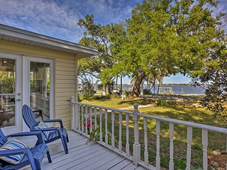 Idyllic Waterfront Cottage w/Dock on Indian River!