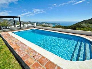 Luxury 5 bedroom villa with stunning seaviews