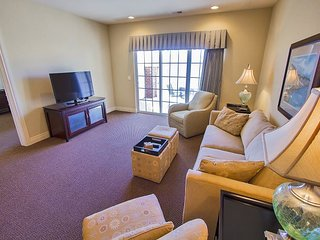 Swanky Sanctuary - 2 Bed 2 Bath Condo only Minutes from Branson Fun!