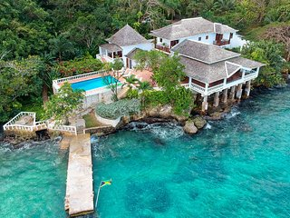 WATERFRONT VILLA! FULLY STAFFED! POOL! KAYAKS! Jasmin Hill in Ocho Rios 6B