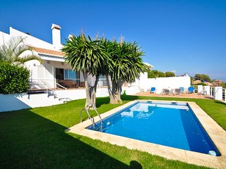 Wonderful Villa situated in the heart of Costa Tropical with pool, garden &views