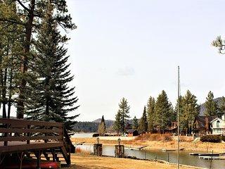 ~Bryan's Lakefront Retreat~Full Kitchen W Essentials~Amazing Lakeside Deck & BBQ