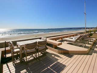 Stunning Beachfront 3BR/3.5BA at Seascape w/ Sauna, Private Deck &  Courtyard
