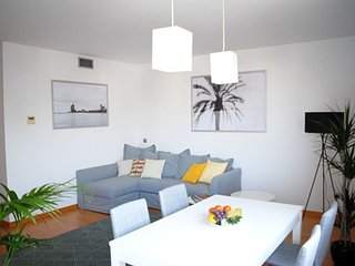 Vacation in Style! 2bdr,pool,beach,free parking